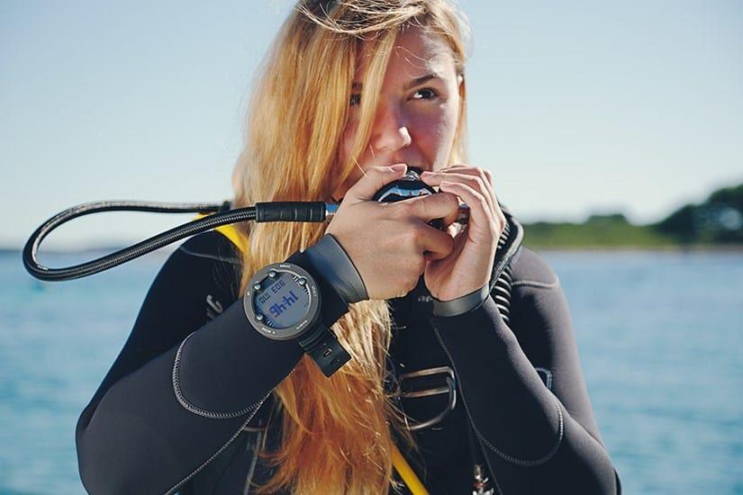Suunto Vyper Novo with scuba diver girl